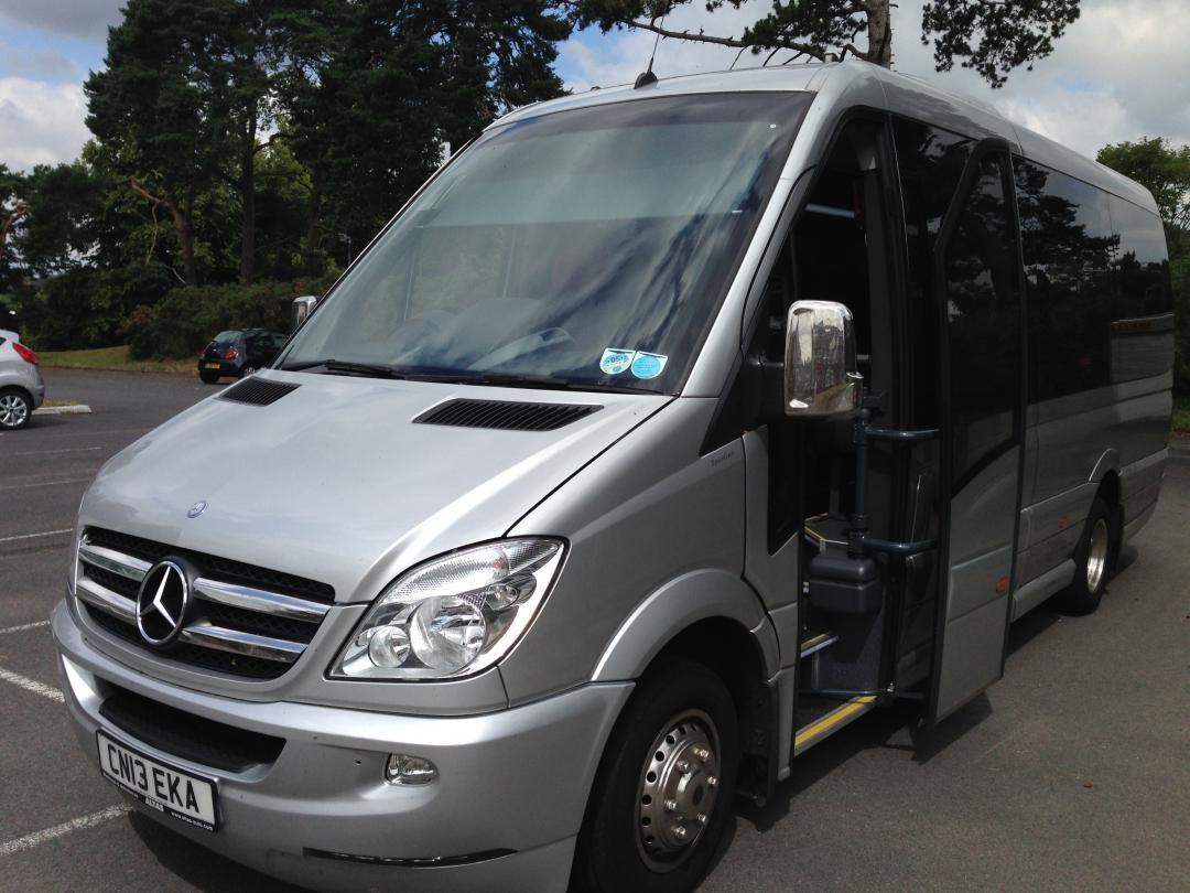 Mercedes benz 16 seater minibus for Mercedes benz minibuses